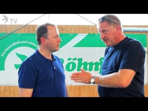 Alfred Berger im Gespräch mit Klaus Steinbrink beim Ostseerennen 2015 (Brieftauben)
