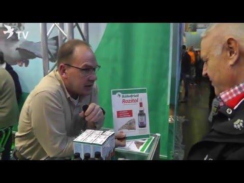 Jens Römer bei der Produktberatung von Rozitol auf der DBA 2016 (Brieftauben)
